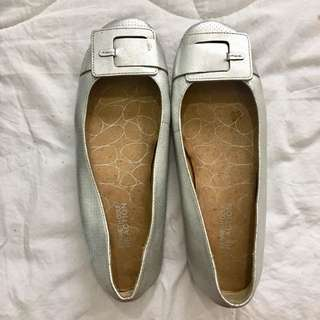 Kenneth Cole flats size 9