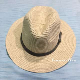 Topi Pantai Belt sedang