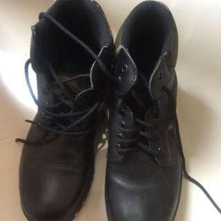 Sepatu booth army