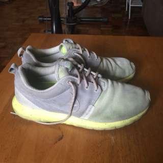 Original Nike Roshe run (Dirty)