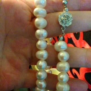 >_<^_^新年快樂價。海珍珠日本來的項鍊。原價2800哦!也分享美嘉賓,要買直接下標即可。立刻寄出。