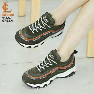 SEPATU FASHION LINCQN #A57  KUALITAS: ORIGINAL BRAND BAHAN:  KULIT  HIGHT SITE: 4cm WARNA: WHITE, BLACK & GREEN SIZE: 36,37,38,39,40 INSOLE=👟 36= 22,5cm 37= 23cm 38= 23,5cm 39= 24cm 40= 24,5cm FREE BOX