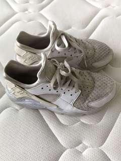 Old White Nike Huaraches