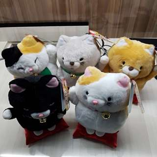 1 set of fortune cat on pillow