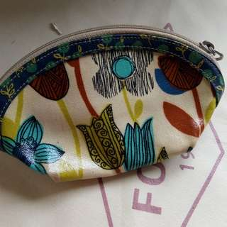Fossil pouch keyper