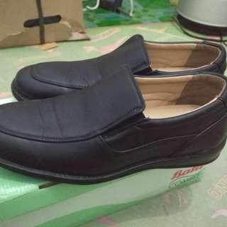Sepatu bata comfit size 43