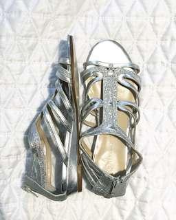 NEW Nine West size 6 silver & glitter sandals