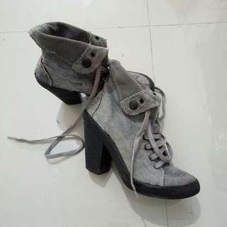Sepatu Heels Boot