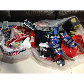 3 Kamen Rider Belts , ooo belts + 2 Free big bags of toys with hotwheels tracks etc.. 👍 for non fussy 😂