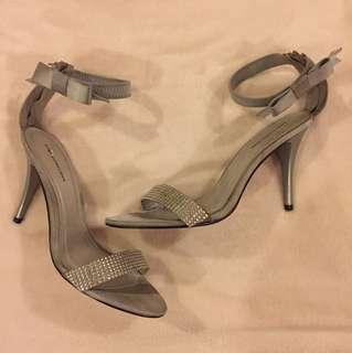 Gibi silver heels