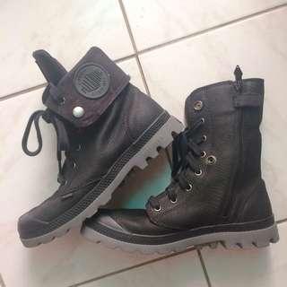 Authentic Palladium boots black US7.5 EU39