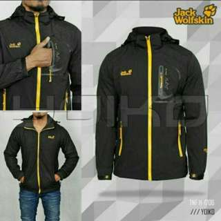 Jaket gunung waterprof