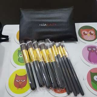 Huda beauty 10 pcs full size kabuki brush set with bag
