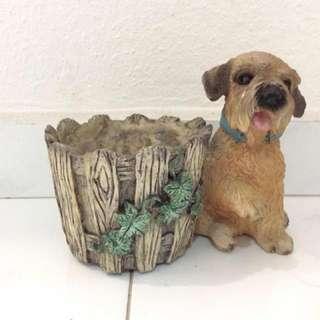 Dog with basket pot