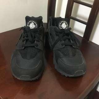 9.5成新 白標全黑武士鞋