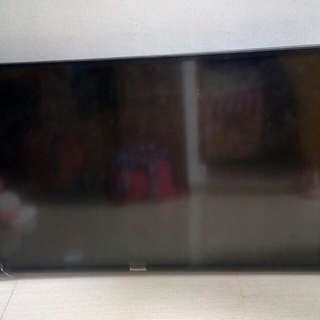 "TV 43"" LED (type TH 43D - 305 G) HDMI"