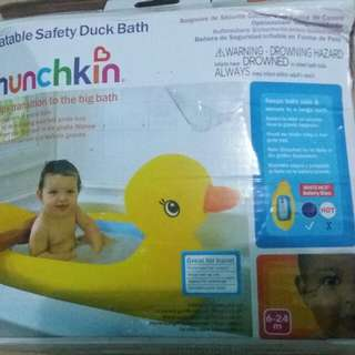 Inflatable safety duck bath