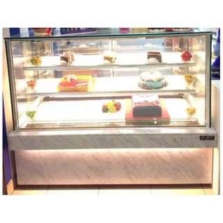 Chiller Kue Cake Display