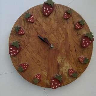 Jam dinding strawberry