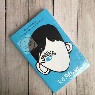 Wonder by R J Palacio (English)