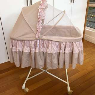 Foldable baby cot