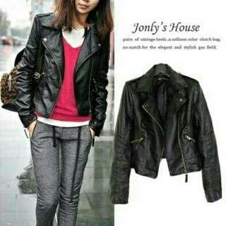 Black Jacket Kulit Jolly  Bahan jaket kulit hitam dlm bludru komb ziper