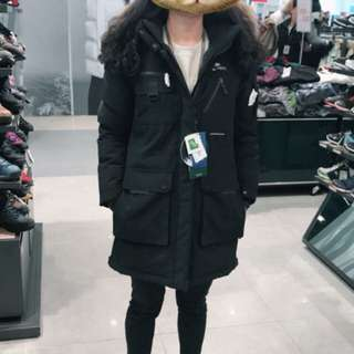 NEPA全新(吊牌在)羽絨外套(黑)全智賢/千頌伊(藍色大海)代言主打款 超保暖~超顯瘦的羽絨外套 售090(S)/095(M)兩尺寸 附韓國購物證明(絕非仿冒品) 代購價格均在14000多 售:10000