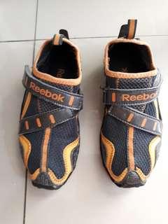 sepatu anak reebook ori