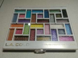 L.A. Colors 30 shade eyeshadow palette