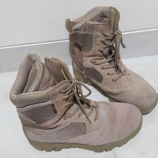 Sepatu Delta #umn2018