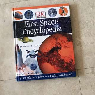 Rarely used Kids First Space Encyclopedia, First Reference for Young Readers Box set, 1001 days that shaped the world,