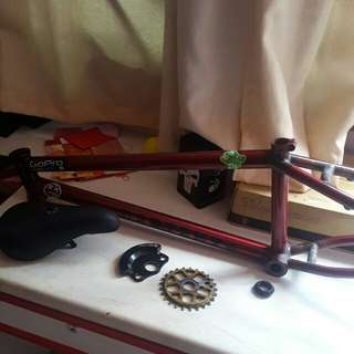 Dart BMX nami frame in red 21tt  one Dartmoor fat seat shadow sprocket guard for 25t and one tree sprocket in gold 25t