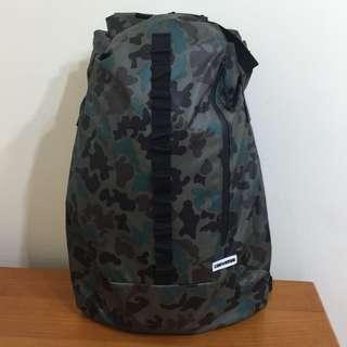 Converse 迷彩背包 backpack 大容量