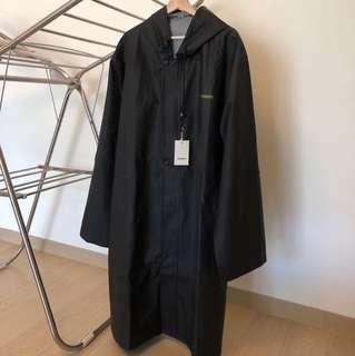 當紅火熱品牌 Vetements Rain coat 雨衣