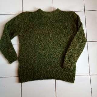 Sweater hijau corak