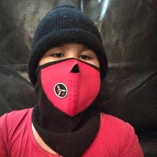 Neoprene mask with snow cap