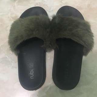 sandal rubi bulu