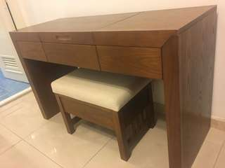 Dresser table w seat - 10% off!