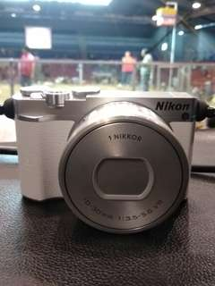 Nikon 1 j5 bought last year november. Negotiable pm me..
