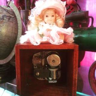 Music Box Porcelain Doll Antik