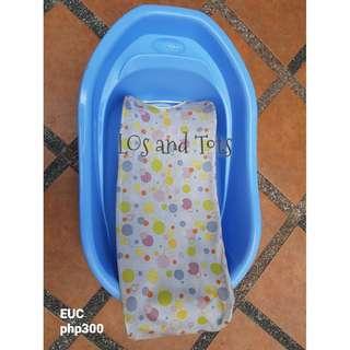 Baby bath tub and bath net