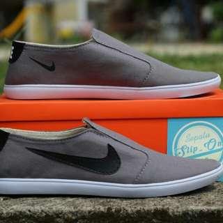 Sepatu Slip On Nike