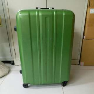 4 Wheels Luggage Size H 25inch W17inch, repair before, lost key
