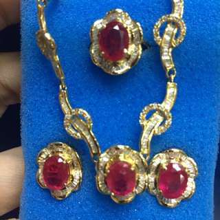 Set with collar in yellow gold with ruby birth stone