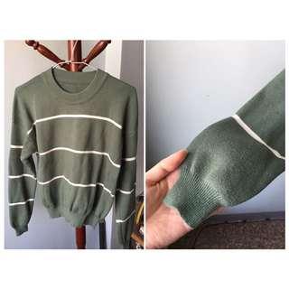 綠底白線針織衣