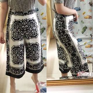 Monochrome patterned cullotes