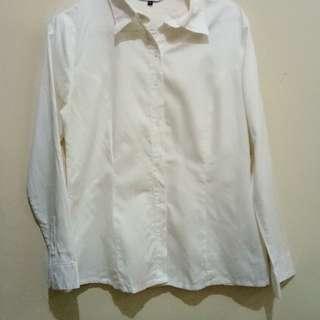 (p) Kemeja putih Valino white