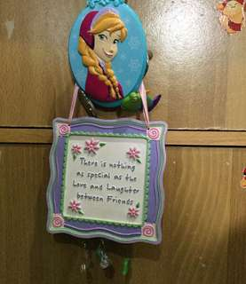 Ceramic Decor with Disney Elsa Clip