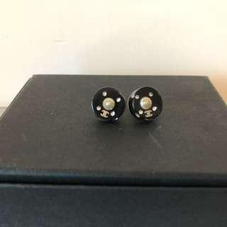 Chanel earrings 只用過兩次,只求好主人