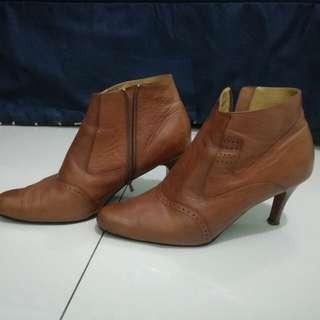 Boots heels coklat